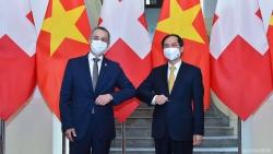 Đề nghị Thụy Sỹ tiếp tục hỗ trợ Việt Nam tiếp cận nguồn cung vaccine Covid-19, thuốc điều trị và các thiết bị y tế