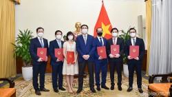Thứ trưởng Ngoại giao Phạm Quang Hiệu trao quyết định điều động, bổ nhiệm cán bộ