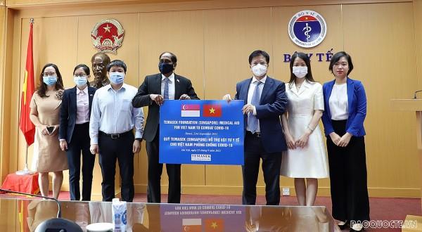 Tiếp nhận vật tư y tế phòng, chống dịch Covid-19 do Quỹ Temasek Singapore trao tặng Việt Nam