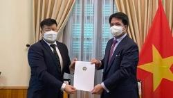 Cục trưởng Cục Lễ tân Nhà nước tiếp Đại sứ Mông Cổ trao bản sao Ủy nhiệm thư