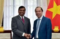Thứ trưởng Ngoại giao Nguyễn Quốc Dũng tiếp tân Đại sứ Sri Lanka chào xã giao