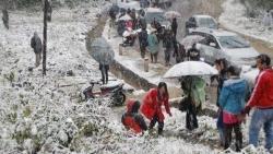 Thổn thức trước băng tuyết trắng muốt, du khách nườm nượp đổ về check-in