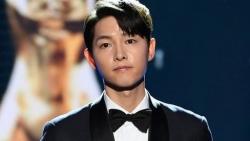 Tài tử 'Hậu duệ Mặt trời' Song Joong Ki trở thành tâm điểm tại lễ trao giải Rồng Xanh 2021