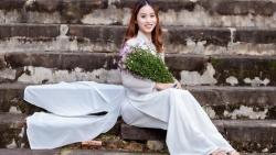 Ngày Quốc tế Phụ nữ 8/3: Nữ sinh Huế duyên dáng trong tà áo dài