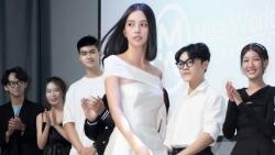 Miss World Vietnam 2021: Hoa hậu Tiểu Vy, Lương Thùy Linh khẳng định đẳng cấp khi thị phạm catwalk