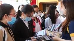 Tuyển sinh đại học 2021: Nhiều trường tại Tp. HCM thi trực tuyến, kết quả xét tuyển chuyển tận nhà