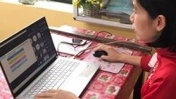 Bộ GD&ĐT: Học sinh lớp 1, 2 sẽ không phải kiểm tra định kỳ khi học trực tuyến
