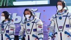 Đoàn làm phim trên Trạm Vũ trụ quốc tế của Nga trở về Trái Đất