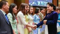 Chủ tịch Quốc hội Nguyễn Thị Kim Ngân: Đừng thấy sai sót nào đó chưa được để đánh giá, phủ nhận công lao của nhà giáo