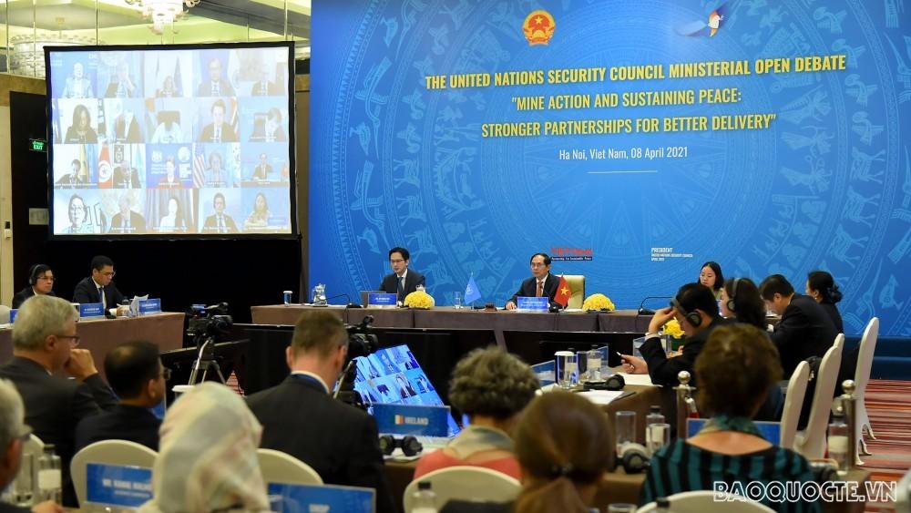 Bộ trưởng Bùi Thanh Sơn chủ trì Phiên họp cấp Bộ trưởng của HĐBA về khắc phục hậu quả bom mìn