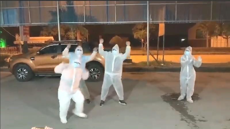Điệu nhảy đón giao thừa tại chốt Đá Vách, 'tâm dịch' của Quảng Ninh